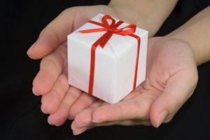 2 metode simple de economisi bani atunci când cumperi cadouri