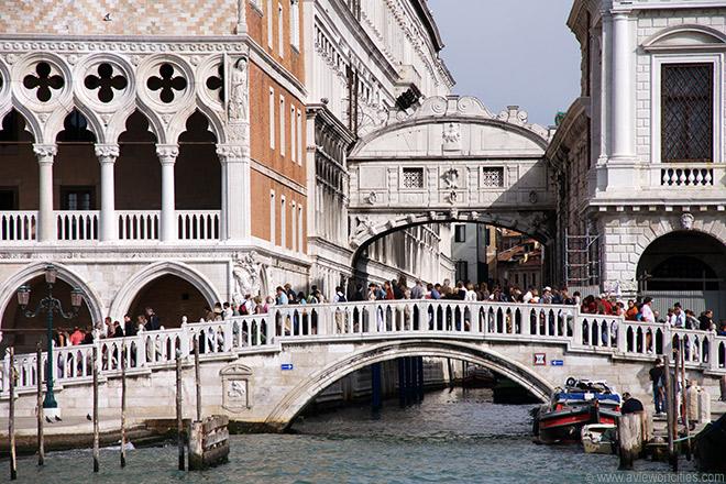 Puntea Suspinelor / Ponte dei Sospiri Venetia: legende despre condamnati la moarte