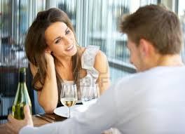 Ce sa facem la prima intalnire cu o fata? Sfaturi, intrebari si reguli importante!
