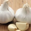 Jul 30, 2006; Los Angeles, CA, USA; If you think garlic is just for seasoning, think again! Research suggests that garlic (Allium sativum) can help lower cholesterol, reduce blood clotting, curb high blood pressure and even prevent cancer. Garlic can also be a powerful treatment for infections. A part of the onion family, garlic contains allicin, which has strong antibacterial effects. Pictured: Whole garlic bulbs and peeled garlic cloves. Mandatory Credit: Photo by Marianna Day Massey/ZUMA Press. (©) Copyright 2006 by Marianna Day Massey