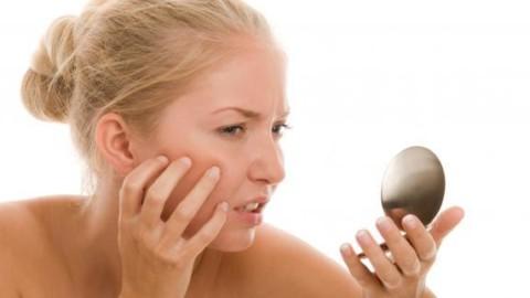 Sfaturi frumusete – 5 obiceiuri care iti afecteaza tenul