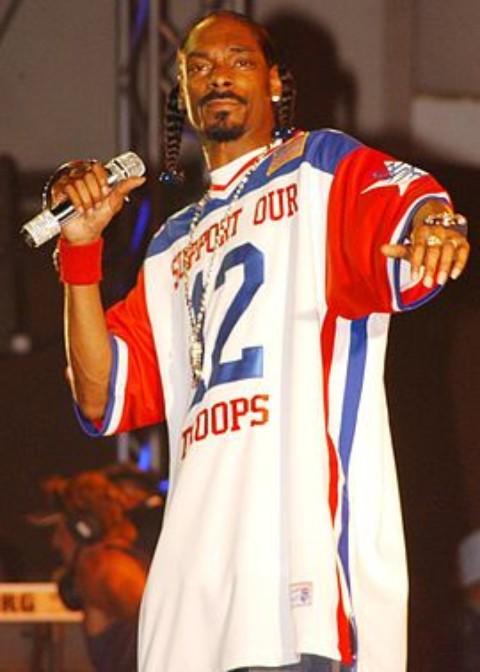 Rapperul Snoop Dogg a fost reținut pentru posesie de marijuana