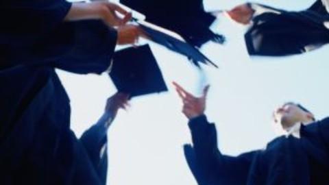 Bursa absolventilor – oportunitate de angajari printre studenti si absolventi