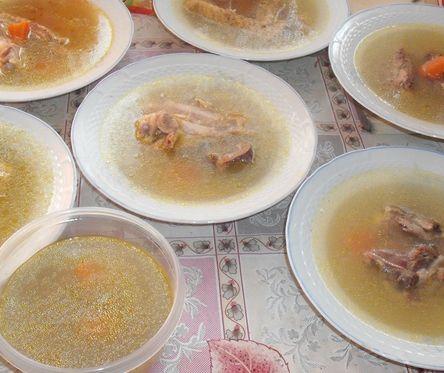 Retete traditionale de revelion: Piftie de porc si Pirjoale moldovenesti