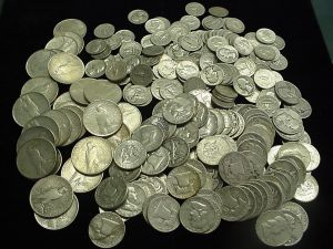 Comoara ascunsa: peste 1.400 de monede de argint descoperite de un craiovean