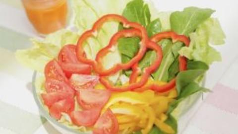 Retete de salate de toate tipurile: de cruditati, de slabit, de vara sau aperitiv