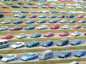 Maşinile pe benzină ar putea plăti un timbru de mediu diferit faţă de cele pe motorină