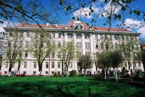 Universitatea de Medicină şi Farmacie din Timisoara - un profesor cerea bani studentilor