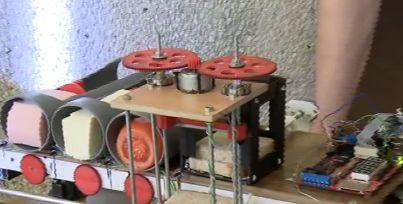 Un robot care face sandwich-uri inventat de 2 studenti din Cluj