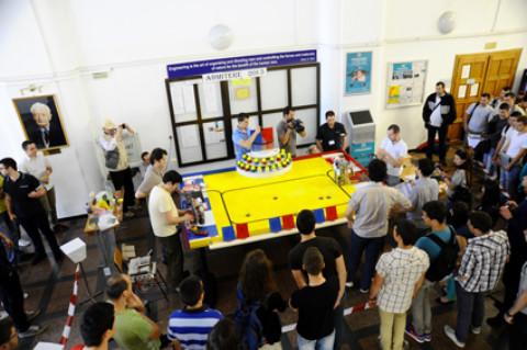 Echipa ULBS – câştigătoarea concursului RobotX 2013