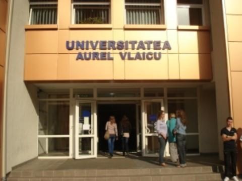 O femeie profesor universitar din Arad batuta de un fost student