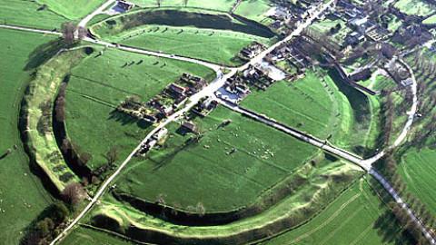 Avebury din Wiltshire si misterioasele cercuri de piatra