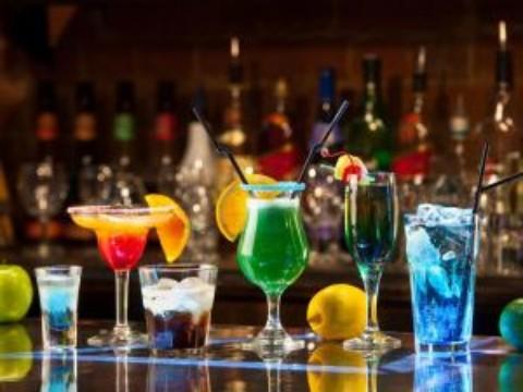 2 cocktail-uri pentru petreceri de milioane