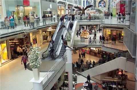 De ce mergem la Mall? Sa epatam sau pentru a face cumparaturile?