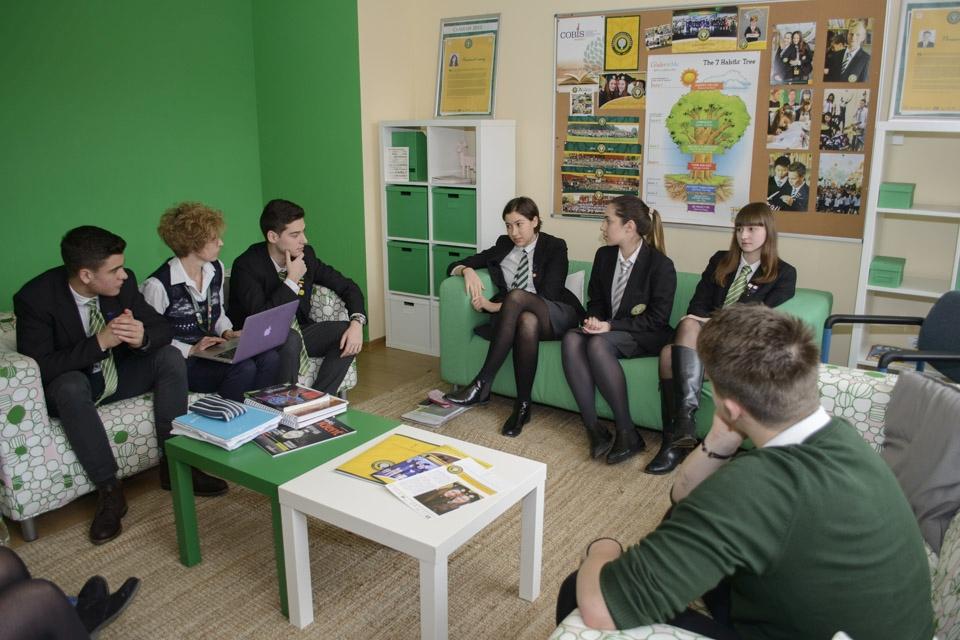 Cum te poate ajuta o bursă de excelență la un liceu pe curriculum britanic