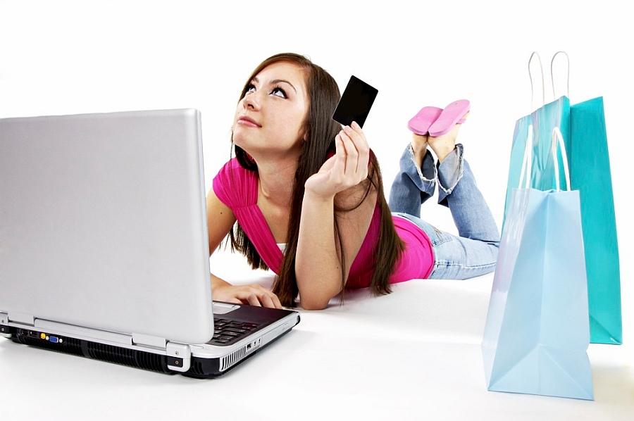 Cumperi haine online? Iată câteva lucruri pe care ar trebui sa le știi când faci cumpărături pe net