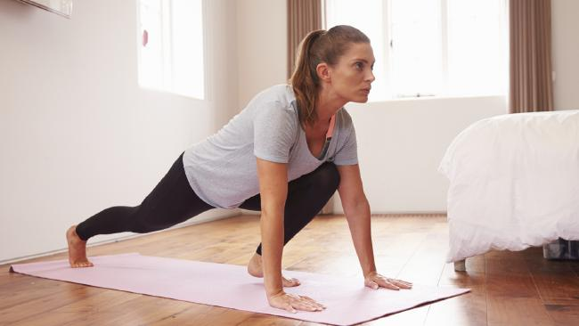 Exercitii de fitness simple dar eficiente ce pot fi facute acasa